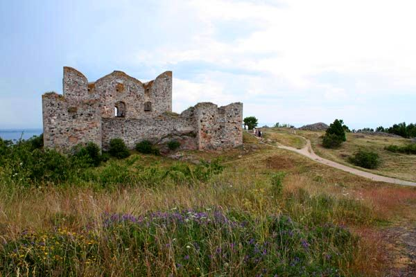 Brahehus Castle: A ruin overlooking Lake Vättern in Sweden